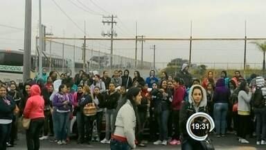 Terceirizados da LG protestaram nesta quarta em Taubaté - São cerca de 300 funcionários de duas empresas
