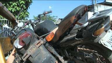 Polícia descobre desmanche de motos na periferia de São Luís - Polícia descobre desmanche de motos na periferia de São Luís