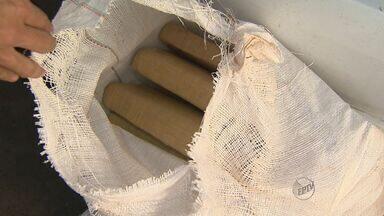 Casal é preso transportando 175 kg de maconha em São Simão, SP - Dupla foi abordada em praça de pedágio na Rodovia Anhanguera (SP-330). Em Ribeirão Preto (SP), outros dois suspeitos de integrar quadrilha foram detidos.