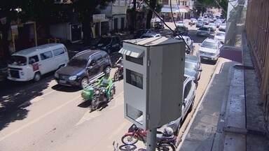 Radares emitem 13 mil notificações de multas para motoristas de Macpá - As multas dos radares estão chegando em peso na casa dos motoristas. Desde junho 13 mil motoristas foram flagrados desrespeitando a velocidade permitida nos pontos monitorados eletronicamente na capital.