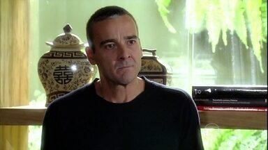 Raul se recusa a revelar a Murilo onde aplicou o dinheiro da empresa - Sílvia liga para o marido e diz que o jantar está pronto
