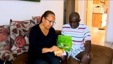 Leishmaniose acomete órgãos vitais do organismo - O nigeriano Olajide Adepojo está no Brasil há mais de 20 anos. Ele trabalhava como motorista de caminhão. Um dia, ao voltar do trabalho, começou a passar mal. Veja os sintomas da leishmaniose.