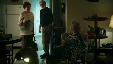 Fábia e Hilda se conhecem - Oswaldo acaba ofendendo a mãe de Anthony