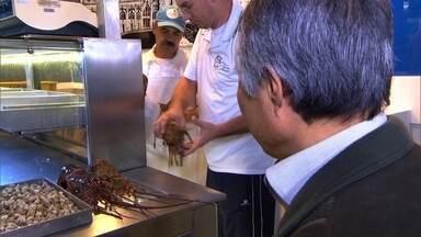 Japonês dono de restaurante mostra como faz compras no Mercadão Central - A influência da cultura japonesa no Brasil é enorme, e a culinária é uma de suas manifestações mais importantes.