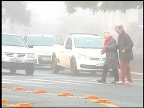 Projeto chama a atenção para motoristas que não param na faixa - O projeto é desenvolvido no Lar do Velhinhos e busca mostrar como é importante respeitar os idosos.