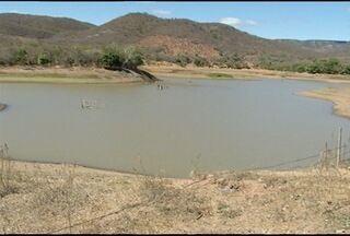 Períodos de estiagem trazem consequências para o Norte de Minas - Muitos rios secaram e abastecimento ficou difícil.
