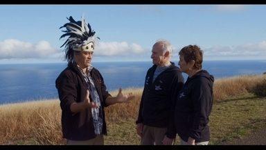 Expedição Oriente: família Schurmann chega à Ilha de Páscoa - Na volta à ilha das enormes estátuas de pedra, casal lembra da primeira visita ao local e da filha Ket que se encantou com a mística da pedra redonda.
