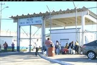 Três dententos fugiram de presídio de Campos, RJ, na madrugada desta segunda-feira - Um deles rendeu os agentes com arma.