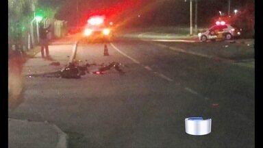Acidente grave deixa mortos em rodovia de Cruzeiro, SP - Veículos colidiram de frente na SP-52, entre Cachoeira Paulista e Cruzeiro.