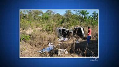 Três pessoas da mesma família morreram após colisão entre duas caminhonetes em Balsas - Na BR-230, a dez quilômetros de Balsas, o choque entre duas caminhonetes resultou na morte de três pessoas de uma mesma família. Outras duas pessoas ficaram feridas no acidente, ocorrido ontem a tarde.