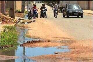 Moradores reclamam de falta saneamento no Bairro Vila Real, em Juazeiro do Norte - Acúmulo de lama, mau cheiro e proliferação de insetos são os principais problemas.
