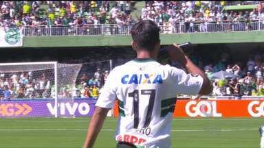 Com mais um gol de Evandro, Coritiba arranca empate nos acréscimos - Coxa está há sete jogos sem vencer no campeonato e com o empate diante do Goiás caiu para lanterna do Brasileirão