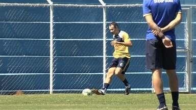 Romerito é apresentado e já treina na Aparecidense - Veterano vai jogar a Série D pelo Camaleão