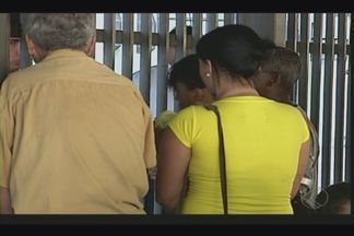 Assaltantes invadem mercearia em Uberaba, matam idosa e ficam feridos - Segundo a PM, houve luta corporal entre outras vítimas e ladrões. Polícia faz buscas para encontrar outros envolvidos no crime.