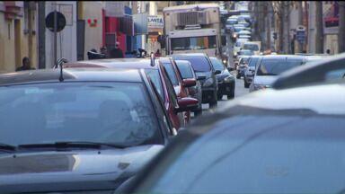 Número de multas de trânsito diminui em Curitiba - De janeiro a junho de 2015, as multas por excesso de velocidade caíram 30%.