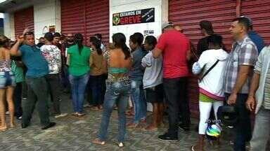 Greve da Polícia Civil atrasa serviço no Instituto de Identificação em Aracaju - A greve dos policiais civis deixou dúvida quanto ao atendimento no Instituto de Identificação de Sergipe na manhã desta terça-feira (4). Uma fila com cerca de 200 pessoas se formou ainda na madrugada em frente a unidade que fica na Avenida Adélia Franco, no bairro Luzia em Aracaju.