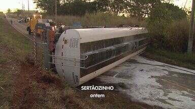 Colisão e engavetamento causam lentidão em rodovias de Ribeirão Preto - Acidentes aconteceram na Rodovia Antônio Duarte Nogueira (Anel Viário Sul) nessa segunda-feira (3).