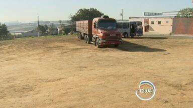 Caminhoneiro reage a assalto e é baleado por criminoso em Taubaté, SP - Caso aconteceu na madrugada desta terça-feira (4).
