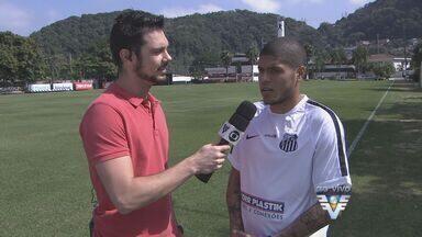 Santos apresenta o atacante Leandro, ex-Palmeiras - Jogador foi anunciado oficialmente e fica no Peixe até o fim do ano.
