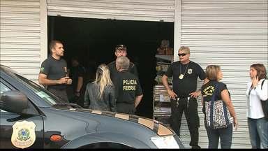 Operação policial apreende produtos de lojas do centro de João Pessoa - Algumas lojas tiveram seus produtos apreendidos hoje pela manhã em uma operação da Polícia Federal, Receita Federal e Ministério Público.