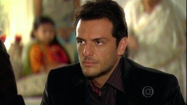 Raj se despede da família e viaja para o Brasil - Opash aconselha o filho e Raj garante que vai terminar seu noivado com a brasileira