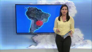 Veja como fica o tempo na região de Ribeirão Preto, SP - O índice de umidade do ar cai para 14% e essa condição é efeito da massa de ar seco que dificulta a formação de nuvens de chuva.