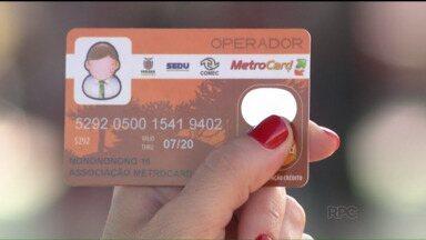 Passageiros que circulam por Curitiba e região, vão precisar de dois cartões transporte - A Comec lançou nesta terça-feira (04) o novo cartão transporte, que será aceito na Região Metropolitana.