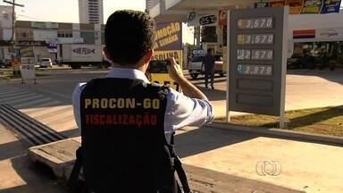 Procon notifica postos de Aparecida de Goiânia por alta de combustíveis - Justiça determinou redução do preço para o praticado antes da alteração. Estabelecimentos que não comprovarem motivo do aumento serão multados.