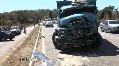 Acidente envolve catorze veículos e fere cinco pessoas na BR-060, em GO - Na Câmara de Vereadores de Campo Grande, volta de recesso é marcado por confusão. E um filhote de onça é capturado no interior de São Paulo.