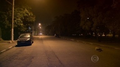 Ruas escuras assustam estudantes na saída de faculdade na Zona Sul da capital - Há três meses, o estudante Jordi Fores, de 27 anos, morreu baleado quando estacionava o carro em uma rua próxima ao Senac Santo Amaro. O BDSP voltou ao local essa madrugada para saber como está a segurança dos alunos.