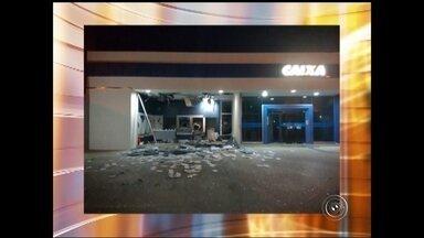 Agência bancária é alvo de explosão em São Miguel Arcanjo - A agência da Caixa Econômica Federal, em São Miguel Arcanjo, foi explodida na madrugada desta quarta-feira (5).
