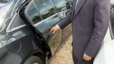 Veja como está a disputa entre Uber e Taxistas - O quadro 'Como ficou', está de volta ao Bom Dia DF. Em 1998 taxistas e radiotáxis já disputavam mercado. Em 2015, o aplicativo UBER veio para alimentar essa briga.