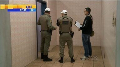 Recém-nascido é encontrado morto em lixo de banheiro em Caxias do Sul, RS - Polícia já tem uma suspeita de quem pode ser a mãe.