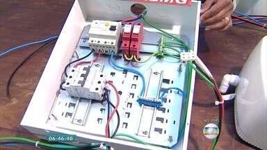 Acidente em prédio de BH levanta discussão sobre manutenção de instalações elétricas - Uma adolescente morreu eletrocutada depois de encostar numa caixa de energia.