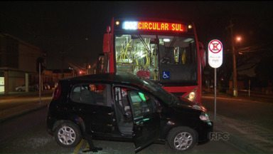 Caminhões batem de frente e complicam o trânsito na BR-277, em Paranaguá - Já em Curitiba, acidente envolvendo ônibus e um carro deixou uma grávida ferida.