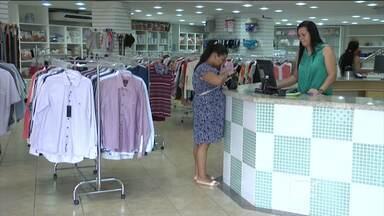 Crise econômica atinge comércio de Acailândia; algumas lojas estão fechando as portas - Desde o início do ano, o comércio de Açailândia enfrenta queda nas vendas. E o segundo semestre pode ficar ainda mais comprometido para os empresários. Tudo por causa dos reflexos da crise econômica.