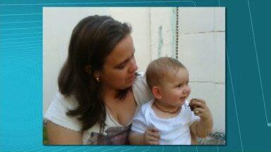 Telespectadora conta a experiência da amamentação - Na Semana Mundial do Aleitamento Materno, a telespectadora Carolina Matos enviou um vídeo para o Paraná TV mostrando a ligação dela com a filha Anita, de 10 meses. Mesmo trabalhando a Carolina consegue amamentar a filha.