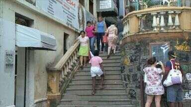 Alinhado: saiba como subir e descer escadas de maneira ideal - Fisioterapeuta Gustavo Pilon faz recomendações.
