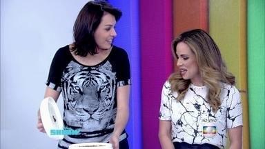 Ana Furtado mostra marmita que levou para o Vídeo Show - Apresentadora e André Marques contam como será o É de Casa