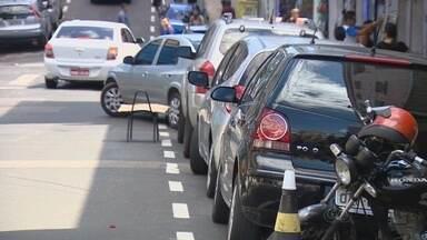 Primeira etapa do Zona Azul terá 3,2 mil vagas, diz Prefeitura de Manaus - Sistema rotativo deve abranger ruas do Centro no prazo de 90 dias.Contrato foi assinado nesta terça (4); hora do serviço custará R$ 2,45.