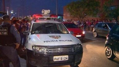 Tiroteio em frente à delegacia de Manaus deixa um ferido, diz polícia - Suspeitos fugiram após troca de tiros próximo ao 13º DIP, na Zona Norte. Imagens de câmeras de segurança serão usadas nas investigações.