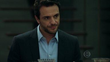 Alex comenta que colocou imóveis no nome de Carolina - Viviane insinua que a ex-mulher de Rogério se casou por interesse e irrita Angel