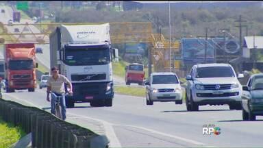 Com calor, muita gente resolveu descer para o litoral - No meio da manhã, o movimento na BR-376, em direção a Santa Catarina, chegou a 1.500 veículos por hora.
