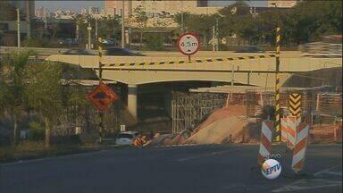 Passagem inferior no km 132 da Dom Pedro, em Campinas, será interditado das 9h às 16h - Obras estão sendo feitas no trecho.