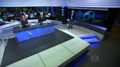 Goleada do Grêmio aumenta a crise no Internacional - No clássico Gre-Nal, o Grêmio derrotou o Internacional por 5 a 0, três dias após a demissão do técnico Diego Aguirre. No fim do jogo, presidente do Inter, Vitorio Piffero, admitiu o erro de mudar a comissão técnica.