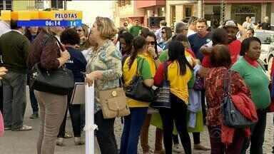 Funcionários da rede municipal de educação suspendem atividades em Canguçu, RS - Milhares de alunos estão sem aula na cidade.