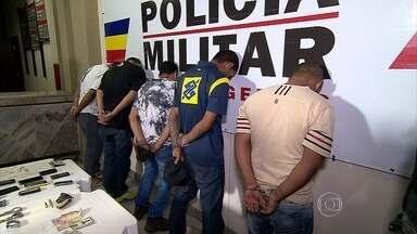 Cinco homens são presos suspeitos de cometer assaltos em Belo Horizonte - Os roubos eram realizados nas regiões Noroeste e Centro-Sul. Um dos suspeitos estava sendo monitorado por uma tornozeleira eletrônica.