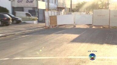 Novo trecho da Avenida Bady Bassitt é interditado para obras antienchente - Uma nova interdição foi feira pela prefeitura no trânsito de Rio Preto. A rua Prudente de Moraes com a avenida Bady Bassitt está interditada e exige a atenção dos motoristas. A interdição faz parte das obras antienchente.