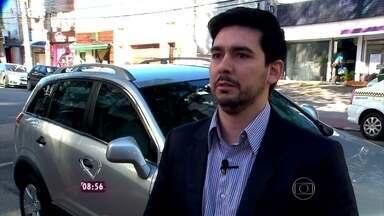 """Fabricio Battaglini conversa com comerciante que trocou o carro comum por um blindado - """"Me sinto mais protegida e mais segura. Isso não tem preço"""", conta Jaqueline"""
