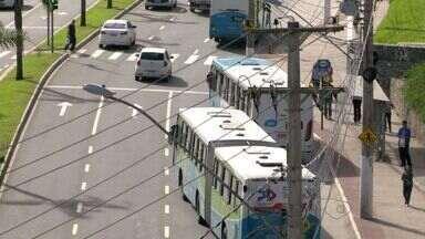Aumenta multa para Transcol que trafegar com a porta aberta, no ES - Ônibus terão que ter dispositivo que impede abertura das portas.Este ano, uma jovem morreu após cair de um coletivo.